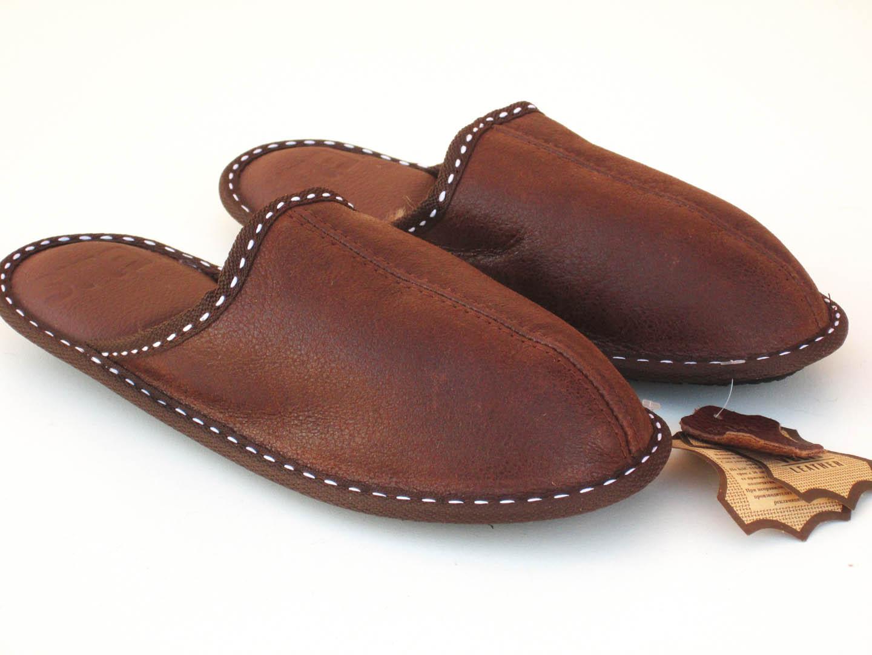 Мъжки домашни чехли и пантофи