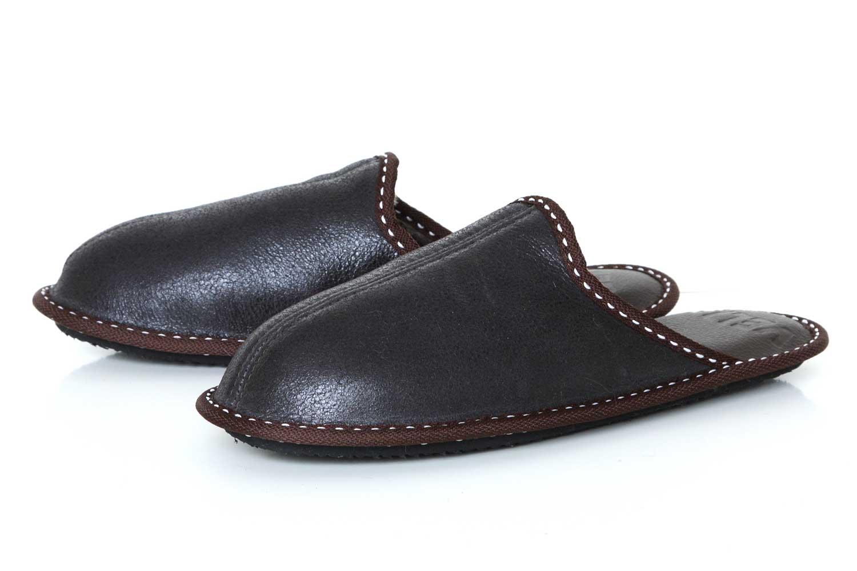 Мъжки домашни чехли от естествена кожа - тъмнокафяв крек