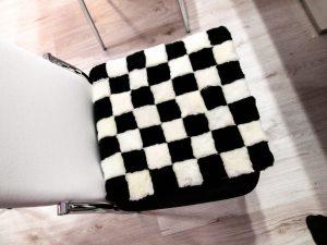 Seat pad 7x7 black and white