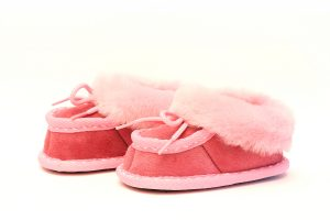 Бебешки буйки от естествена кожа за момиче - розова тула